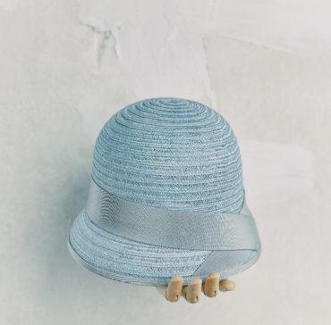 CHAPEAU CLOCHE - Bleu Clair bordé ruban Gris Clair