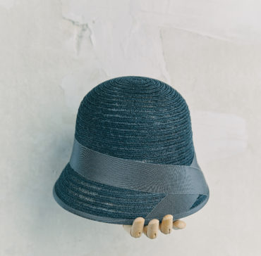 CHAPEAU CLOCHE - Bleu Marine bordé ruban Gris